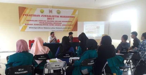 pelatihan-jurnalistik-mahasiswa-stai-kharisma-sukabumi